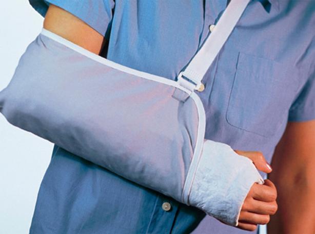Перелом руки, лечение травм по полису ДМС